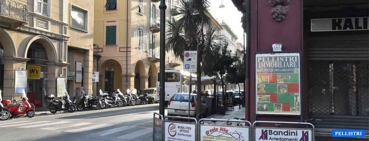 Il nostro spazio espositivo angolo piazza Roma corso Dante