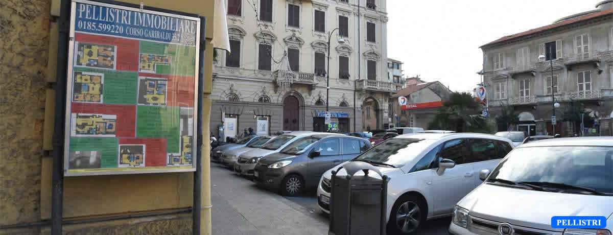 Il nostro spazio espositivo Piazza Cavour